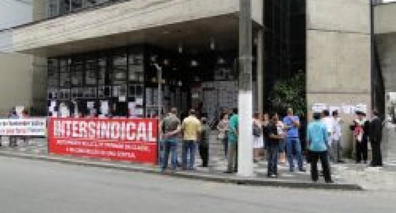 Bancários vão para o 4º dia de paralisações, dia 11, contra assédio nas agências do Santander