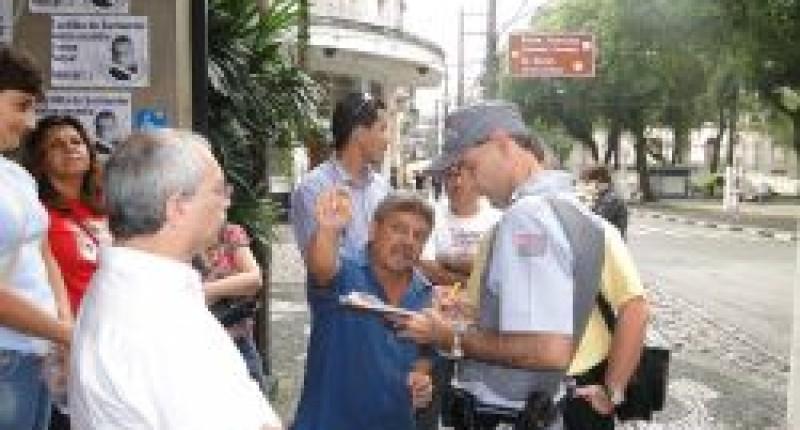Paralisações pressionam Santander a negociar com bancários de Santos