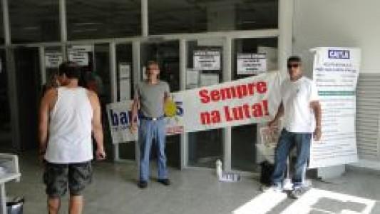 Bancários de Santos e região paralisam Caixa Econômica por falta de condições de trabalho