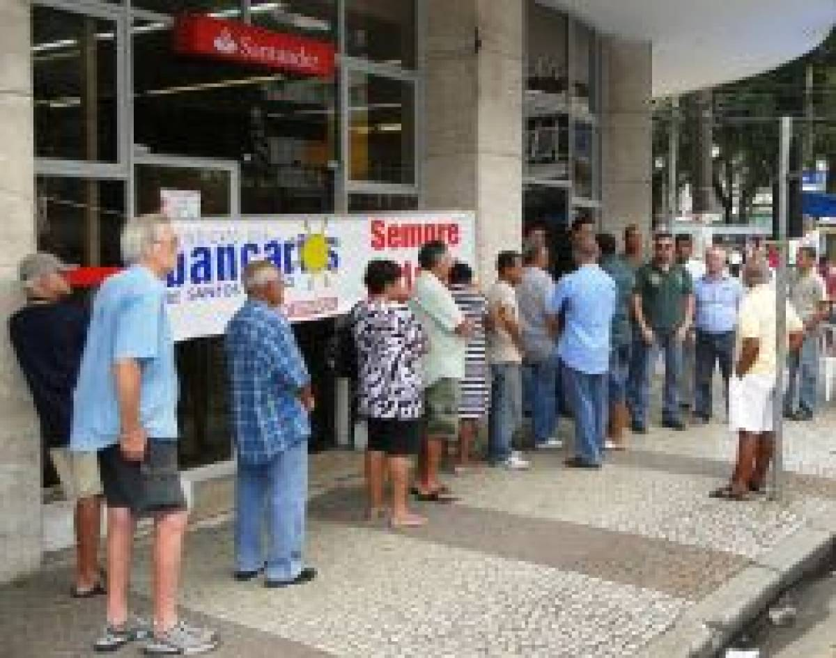Bancários de Santos paralisam Santander pela falta de democracia