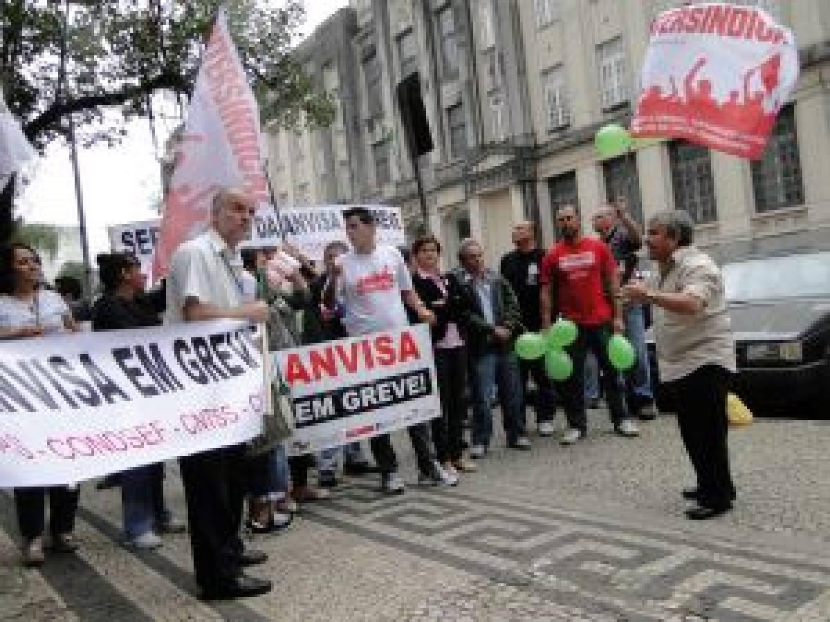 Bancários de Santos e Região participam de ato dos funcionários da Anvisa