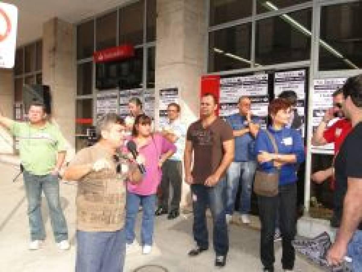 Paralisação faz Santander revogar demissão de bancária doente
