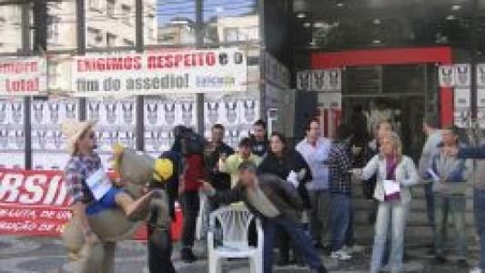 No Santander bancário é comparado a burro