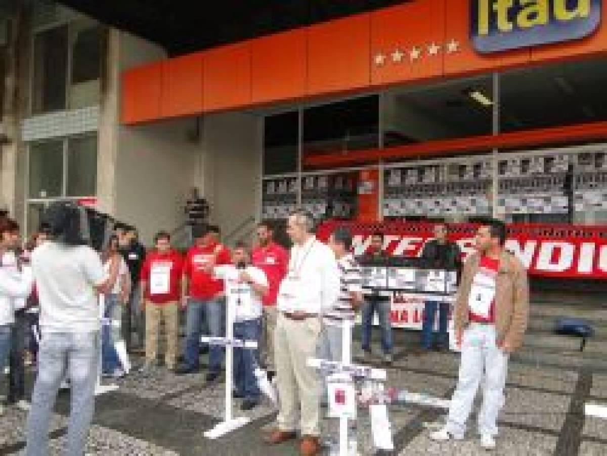 Todas as agências do Itaú em Santos são paralisadas
