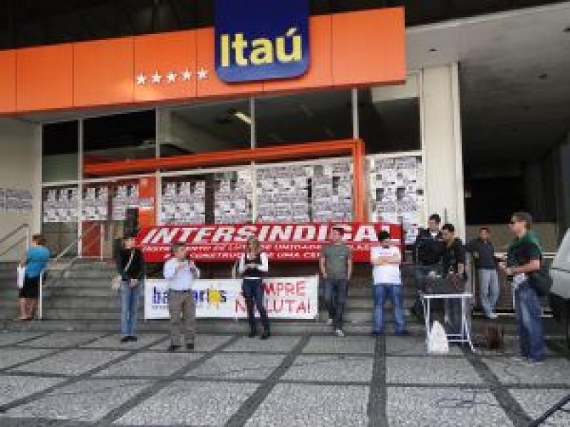 Agências do Itaú paralisadas contra demissões, nesta terça-feira,13
