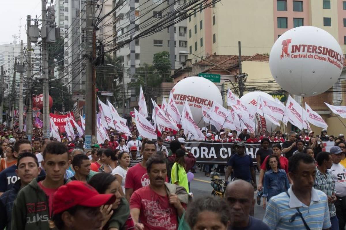 Diretoria e milhares marcham contra Cunha e Ajuste Fiscal