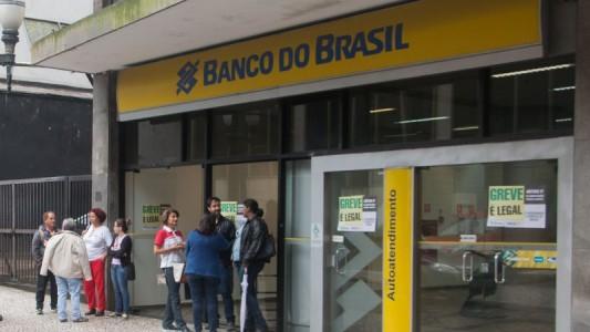 Banco do Brasil lucra R$ 7 bi e diminui número de funcionários