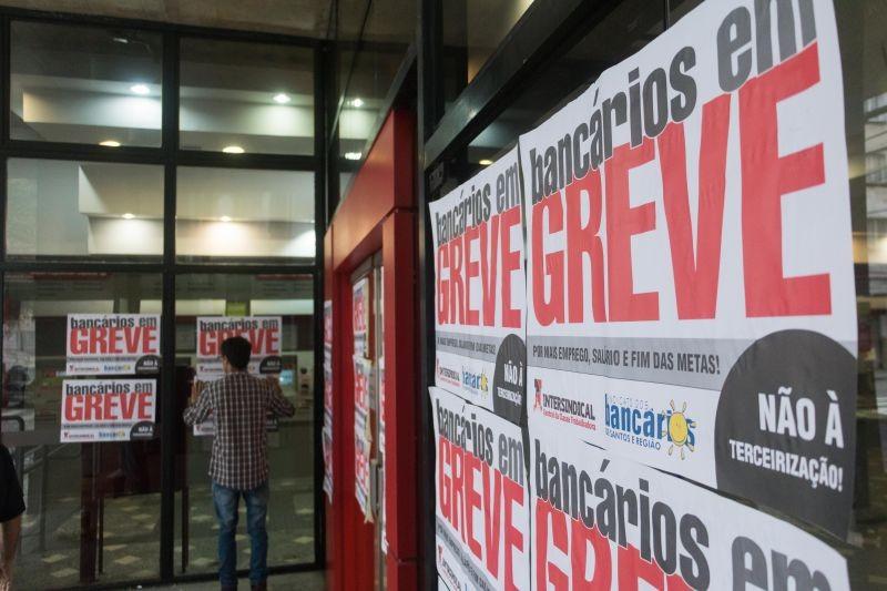 Bancários invertem lógica do massacre de trabalhadores por governos neoliberais