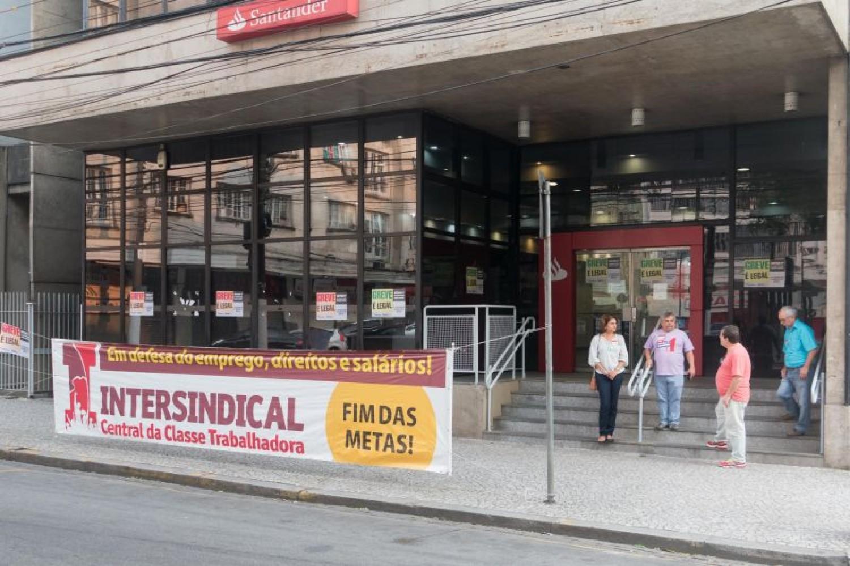 Bancários continuam negociação com Fenaban nesta quarta-feira, 28