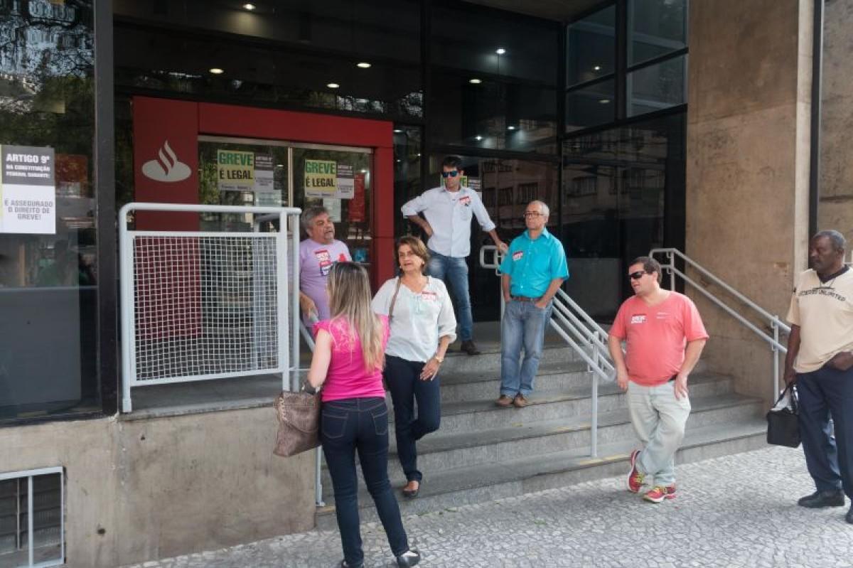 Fenaban empurra bancários para 10º dia de greve