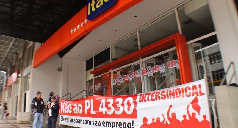Movimento Sindical cobra suspensão imediata das agências de negócios do Itaú