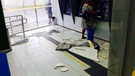 Agência do BB é assaltada, alagada e banco não toma providências