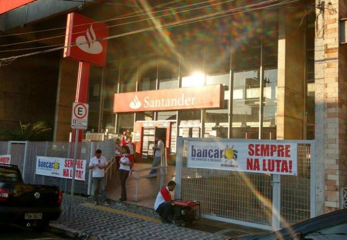Agência em SV volta a ser fechada após Santander ignorar casos de assédio