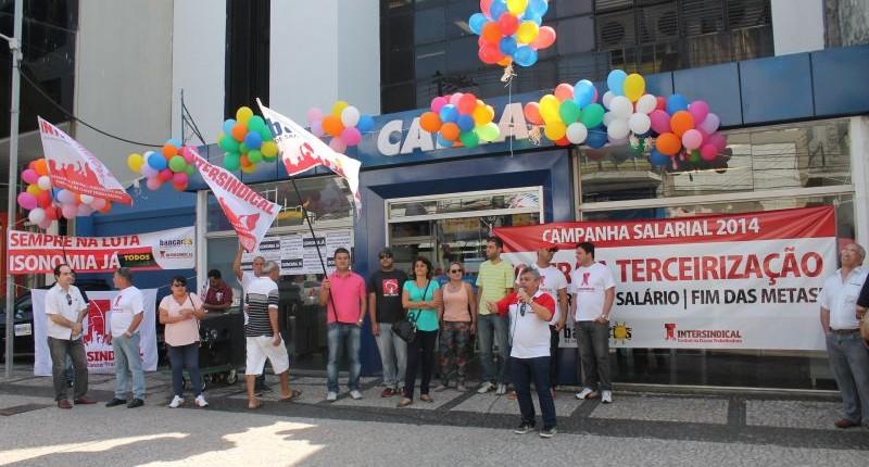Bancários da Caixa na Baixada elegem delegados sindicais para 2014/2015