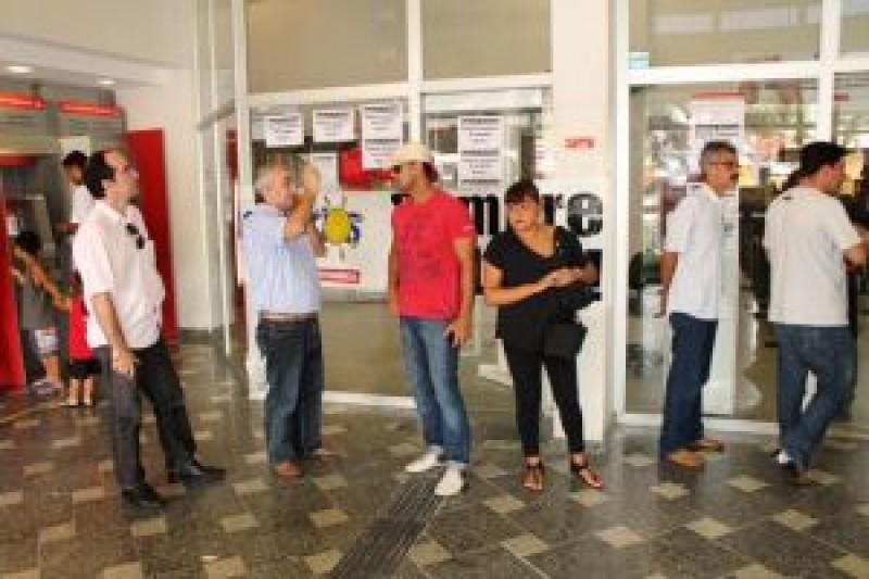 Sindicato fecha Santander Cubatão por falta de condições de trabalho e segurança