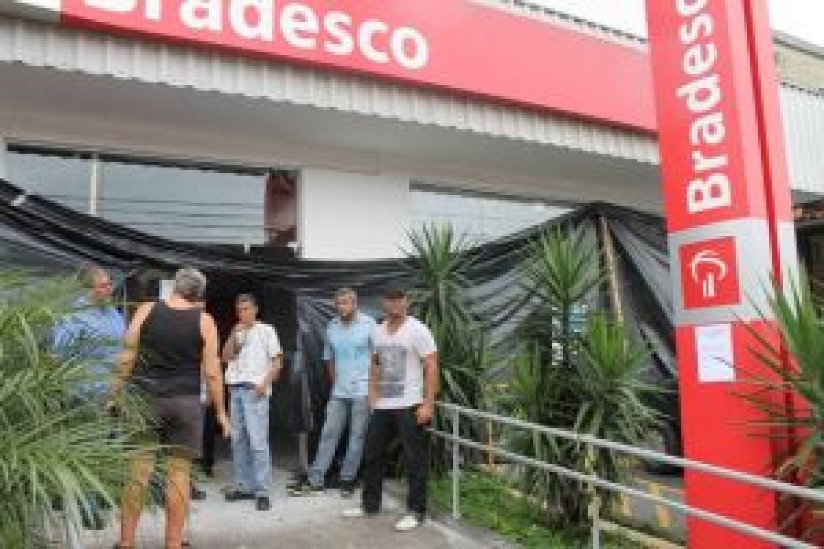 Bradesco: Sindicato fiscaliza agência que teve o teto destruído