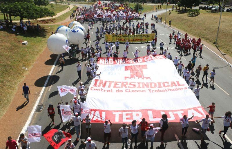 17 de abril: em defesa da democracia e contra o ajuste fiscal
