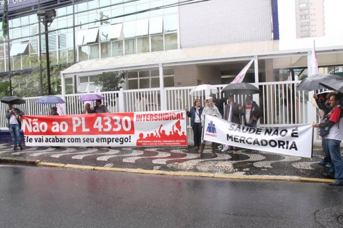 Intersindical participa de protesto contra a privatização da saúde pública em Santos