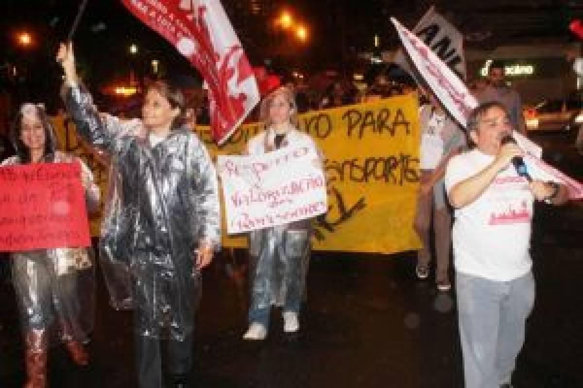 Sindicato participa de manifestação em Santos