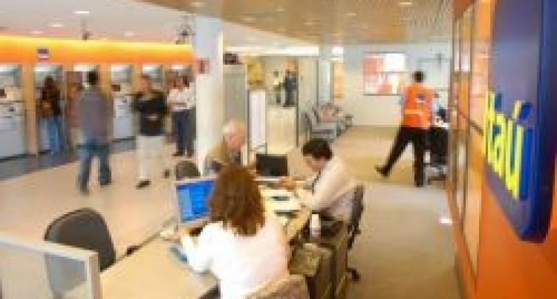 TRT condena Itaú a reintegrar empregada demitida estando doente