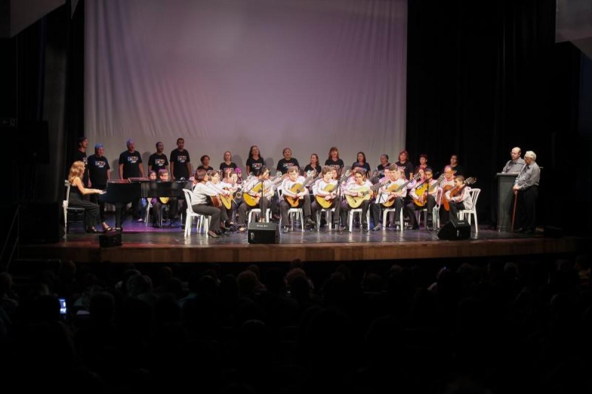 Orquestra de violões e Coral do Sindicato fazem apresentação no sábado, 27