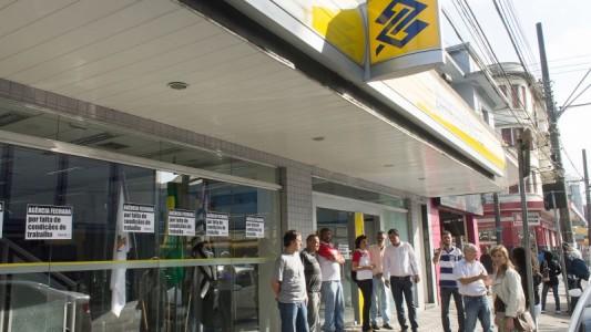Sindicato fiscaliza suspensão da pausa de 15 minutos para bancárias do BB