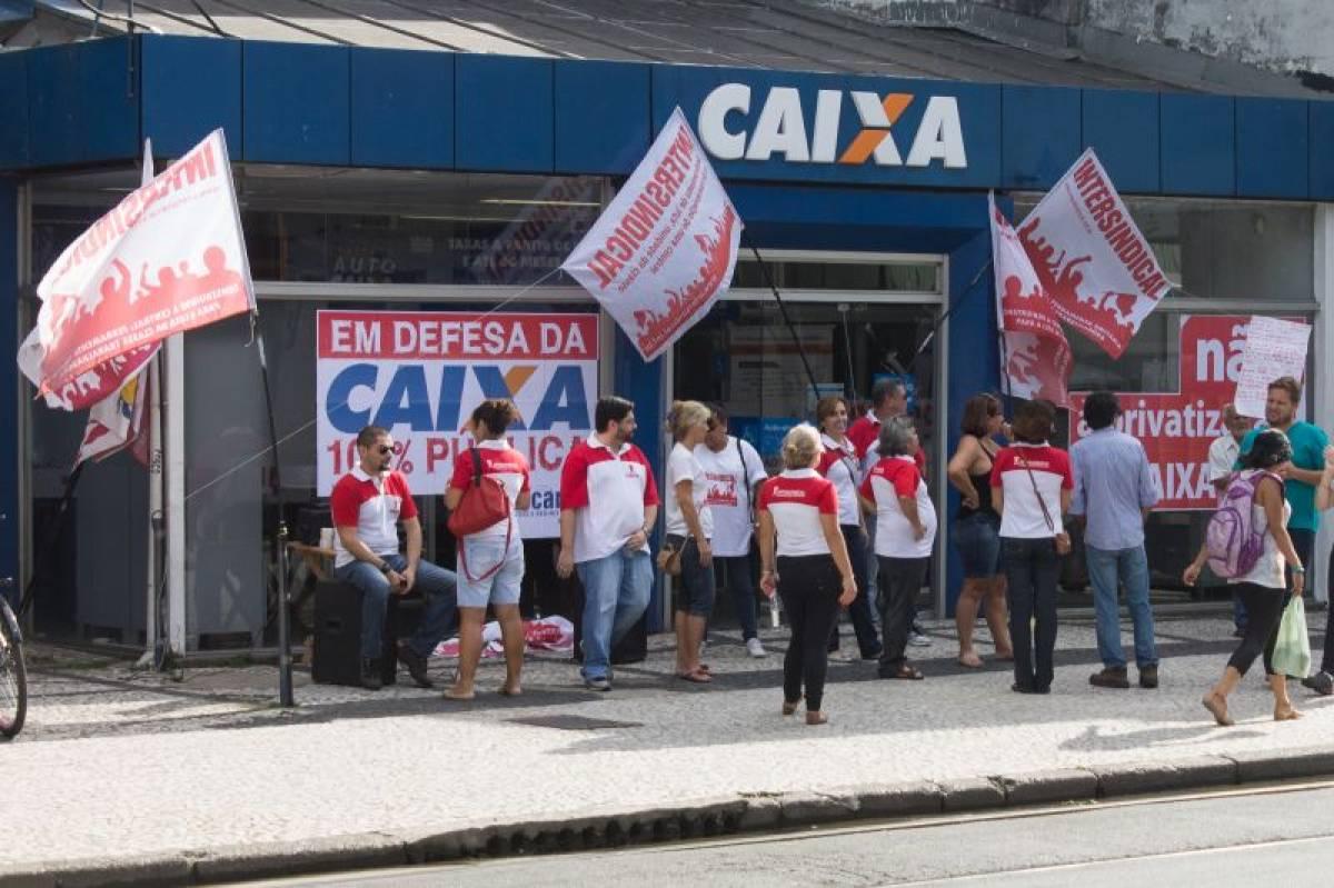 Bancários criticam falta de plano da Caixa para acelerar contratações