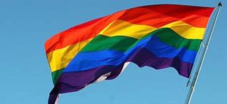 Campanha de prevenção à Aids no carnaval exclui imagem de homossexuais