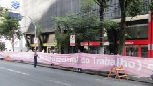 Bancários voltam a protestar na agência Bradesco/Ana Costa