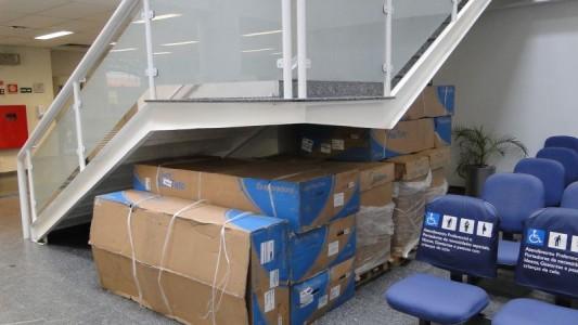 Bancários paralisam 2 agências da Caixa contra problemas de refrigeração