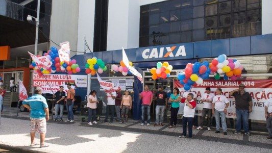 Dilma afirma que vai privatizar parte da Caixa