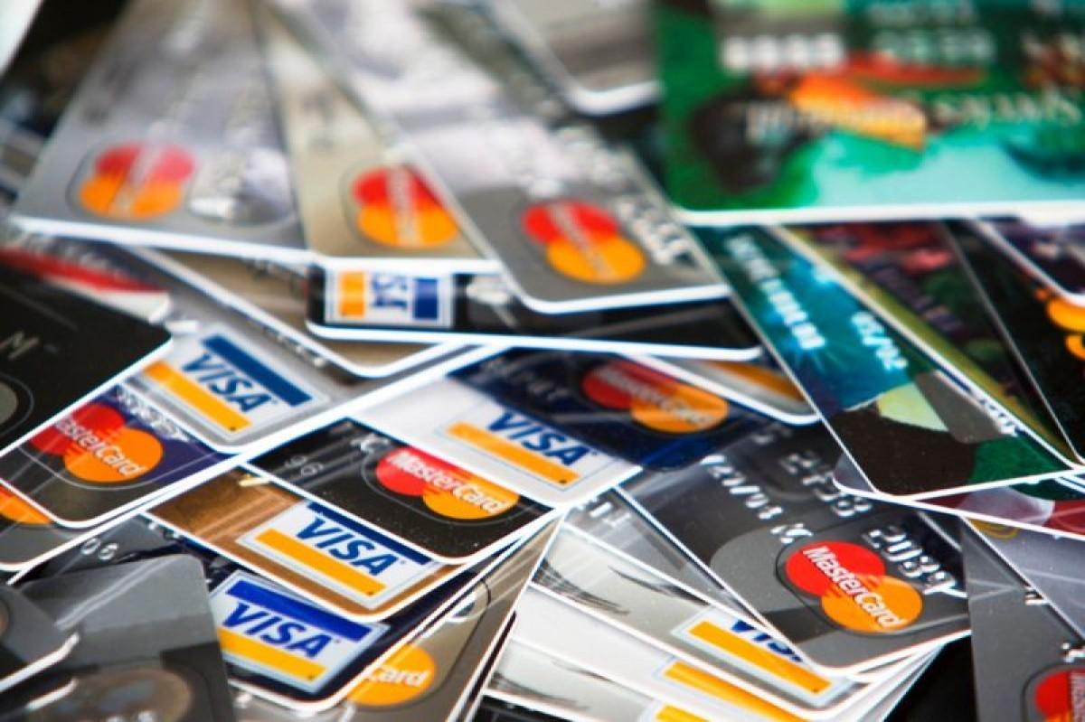 Juros do cartão de crédito sobem para 415,3% ao ano