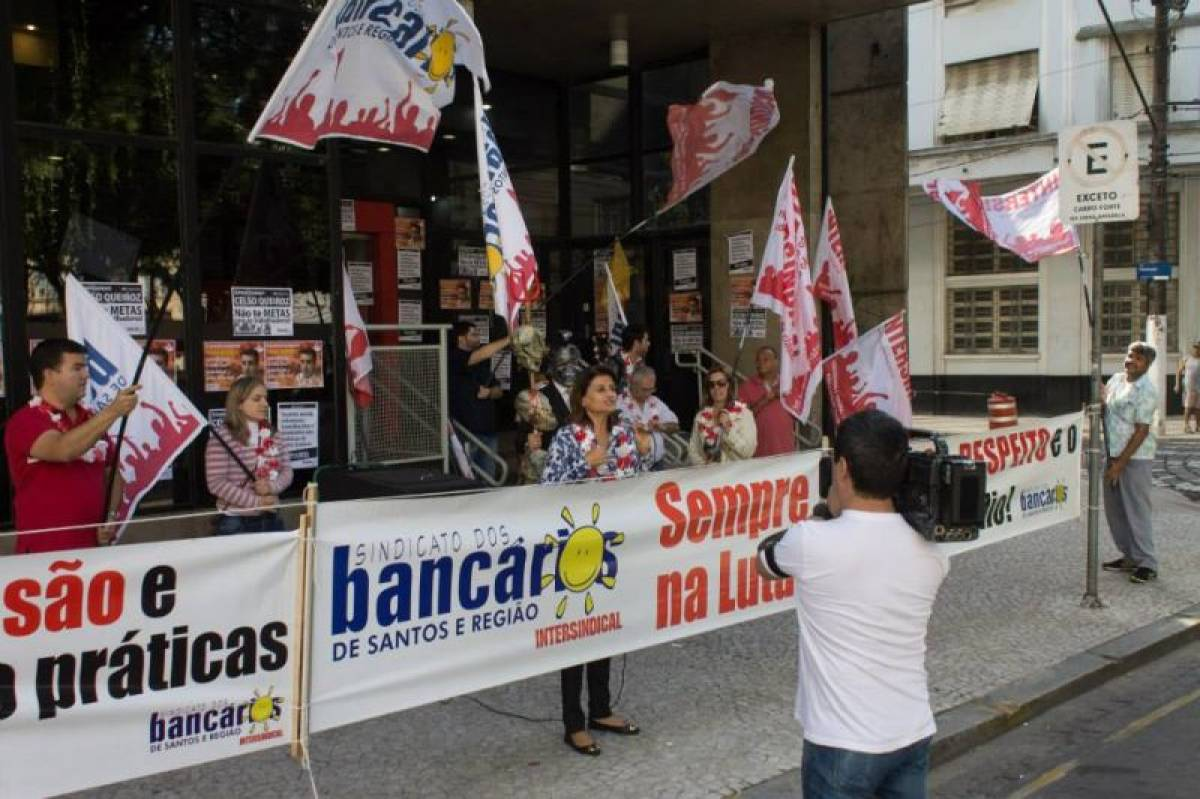 Bancários entregam minuta específica ao Santander nesta quinta