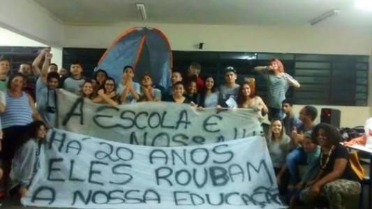 Reorganização das escolas por Alckmin aponta para privatização do ensino