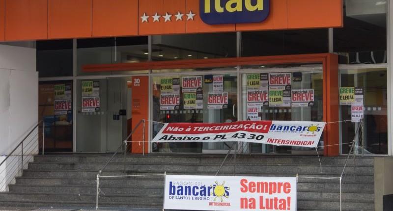 Movimento sindical cobra Itaú sobre demissões