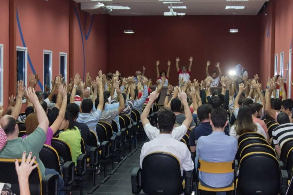 Bancários de bancos privados aprovam proposta da Fenaban