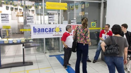 Agência do BB em Santos é multada por infração ao Código de Posturas