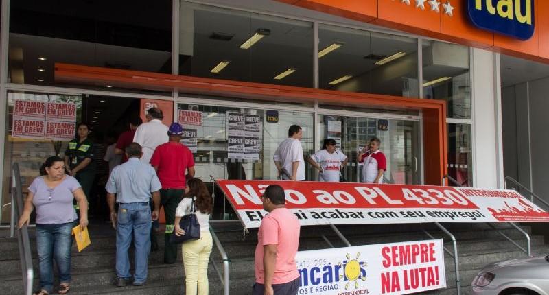 Sindicato garante reintegração de bancário na Baixada Santista