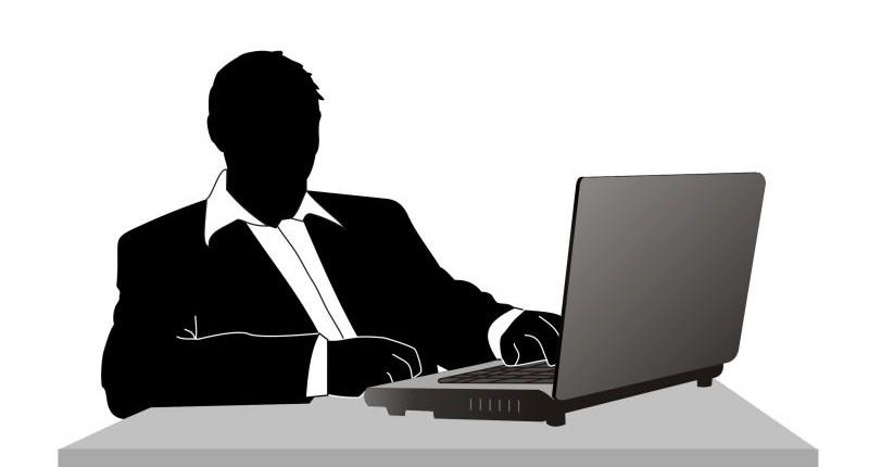 Itaú é condenado a pagar horas extras para bancário que dividia gerência