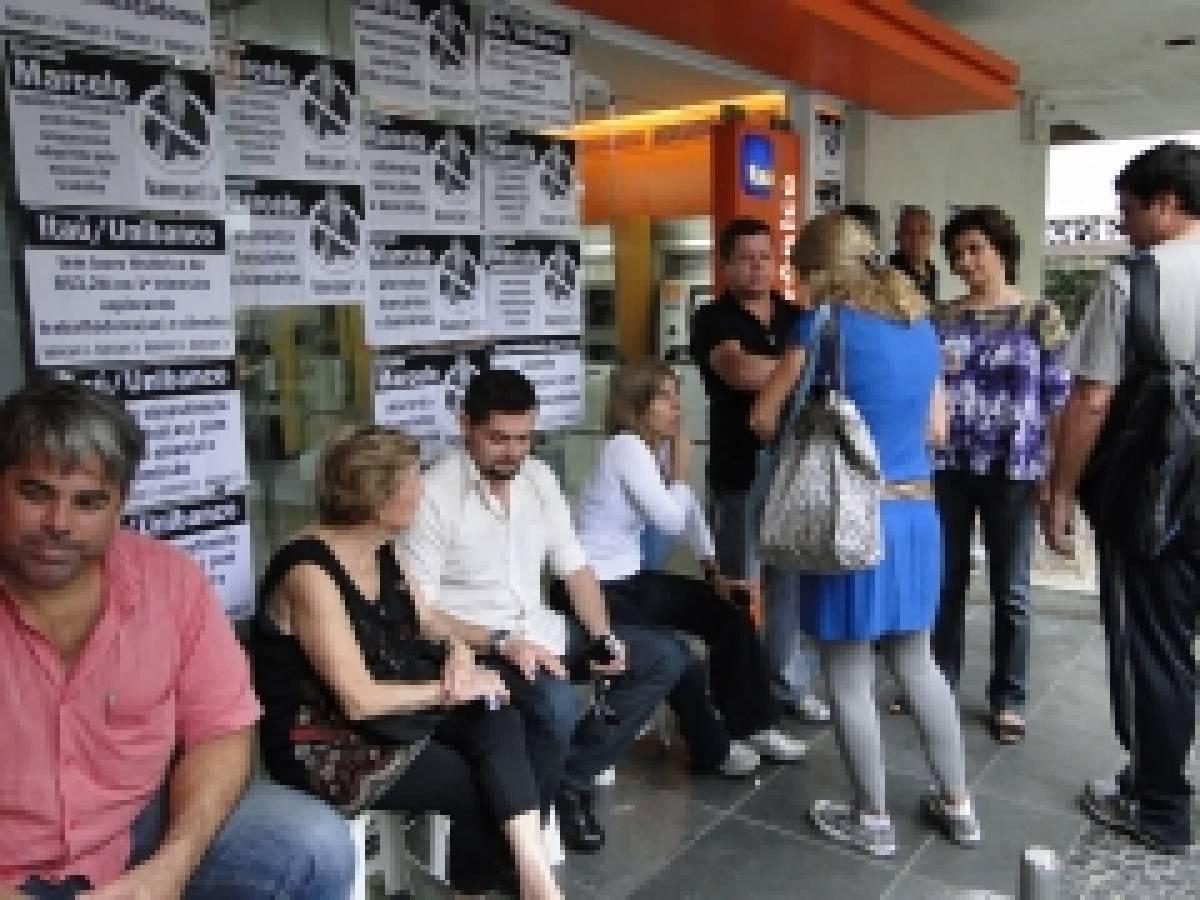 Bancários iniciam campanha contra assédio no Itaú Unibanco com paralisação de agência no Embaré