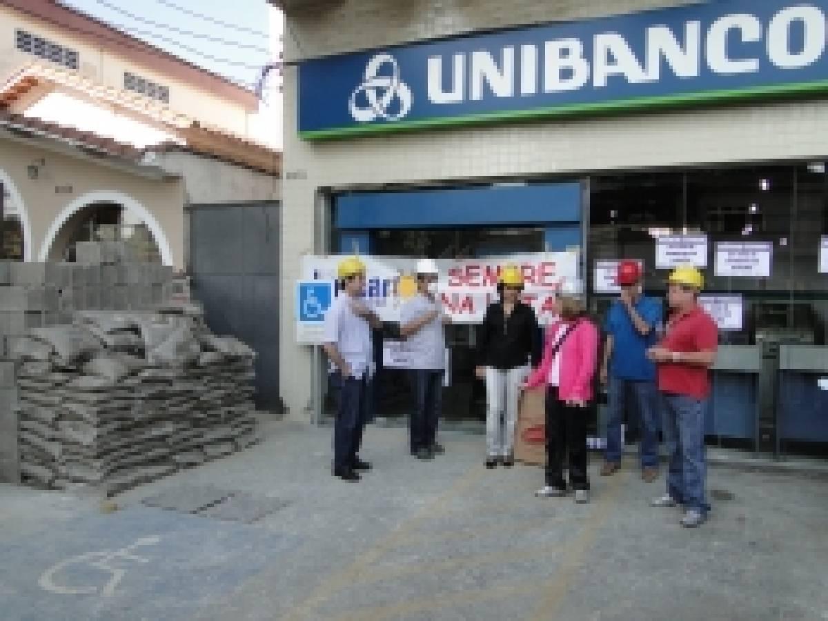 Bancários paralisaram, dia 05/07, a agência Pedro Lessa do Unibanco
