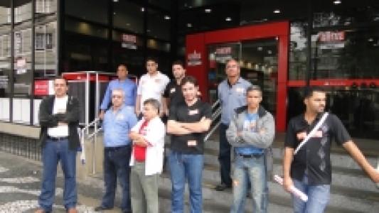 Bancários iniciam greve forte em toda a Baixada Santista