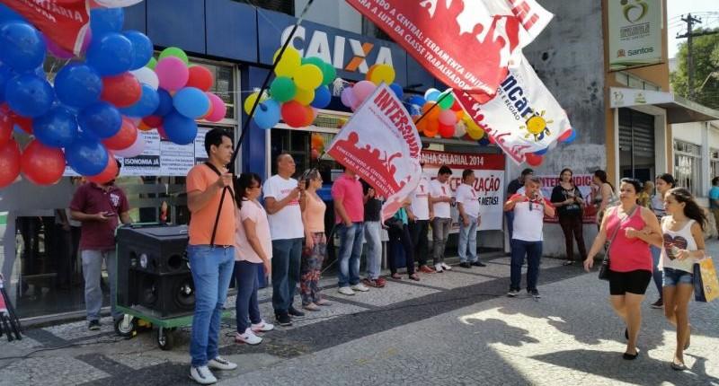 Bancários paralisam Caixa no centro de Santos nesta quinta, 11