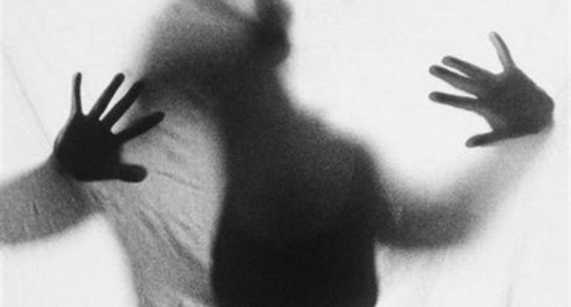 Itaú não libera bancária que abortou em agência