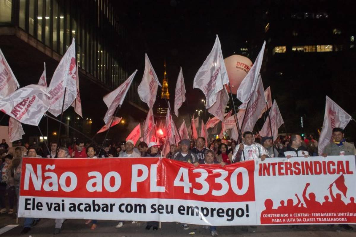 Mais de 30 mil contra Terceirização, manobras de Cunha e do governo