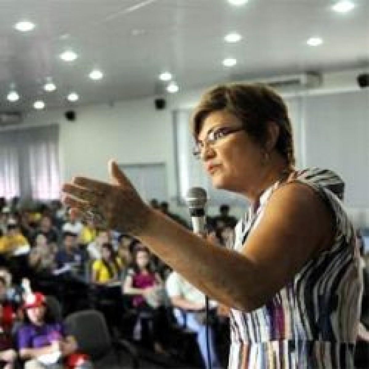 """Agrotóxico vai contaminar a água"", afirma pesquisadora Raquel Rigotto"