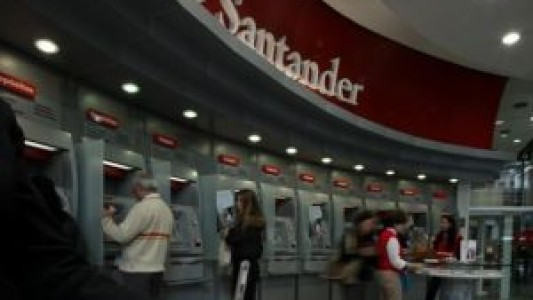 Boataria sobre uma possível venda do Santander continua a correr na mídia