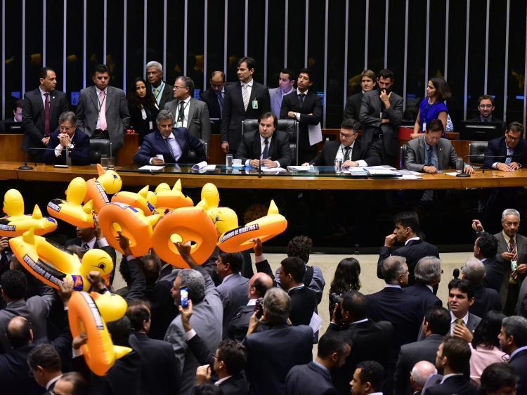 Deputados TRAIDORES aprovam a terceirização