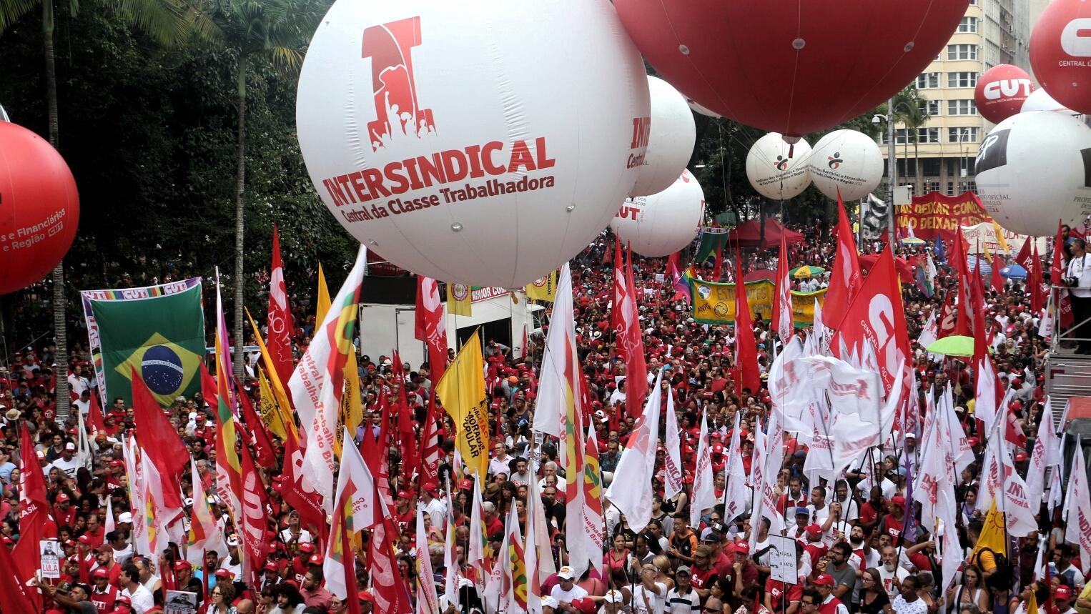 Intersindical participa de atos em defesa da democracia