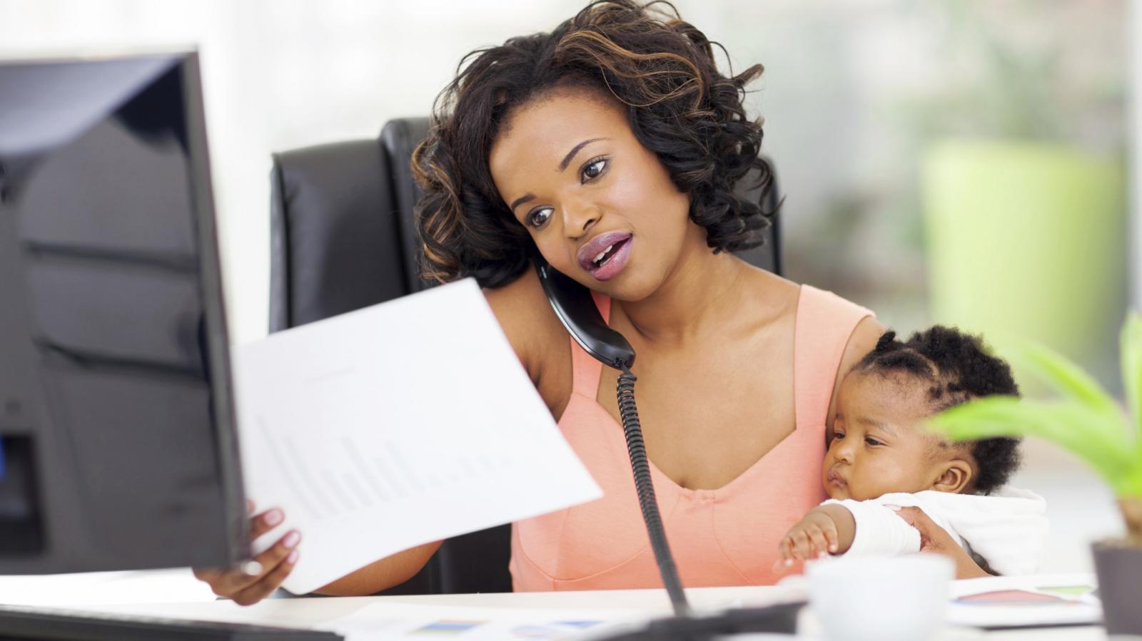 De casa para o trabalho: como a dupla jornada afeta a vida das Mães